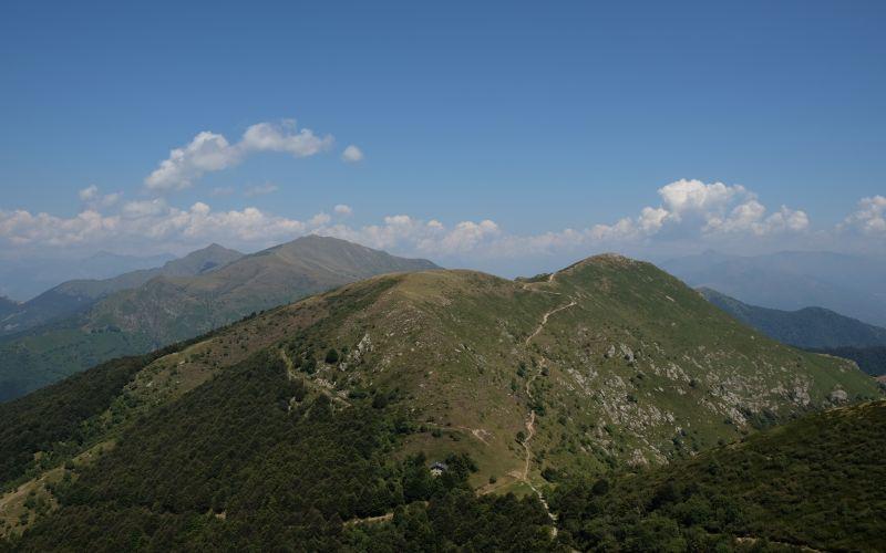 In cammino nella Terra dei Laghi tra le valli e i siti Unesco
