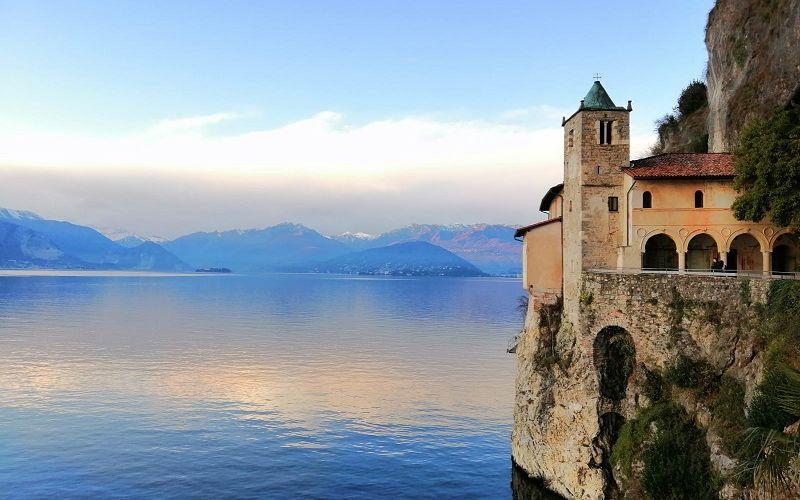 Lago Maggiore: Santa Caterina e la Rocca di Angera