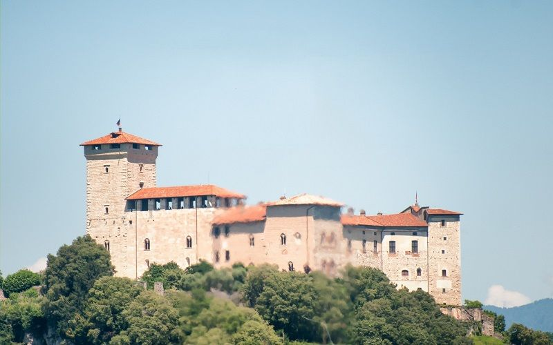 Ancient flavors at Rocca Borromeo - from € 70