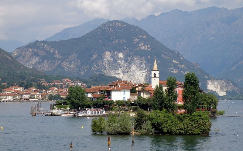 A day between monasteries and old lakeside villages